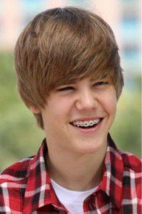 Justin Bieber s rovnátky v dospívání